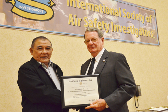 President Frank Del Gandio presents corporate membership plaque to Captain Dwiyanto Ambarhidayat.